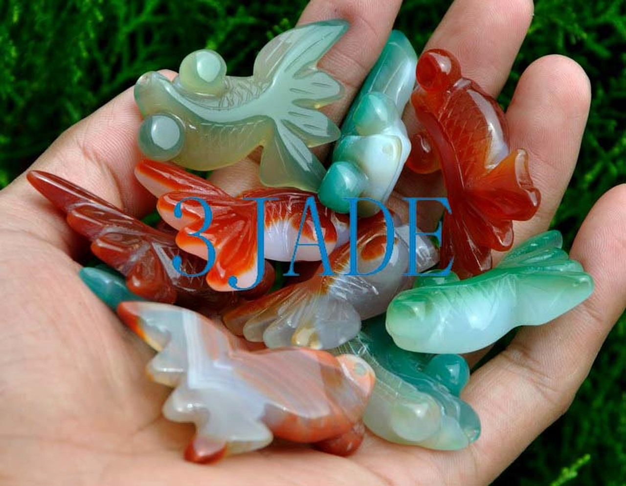 Agate hand-carved goldfish pendant.