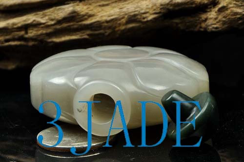 Hand Carved Natural Hetian Nephrite Jade Carving: Snuff Bottle -N009134
