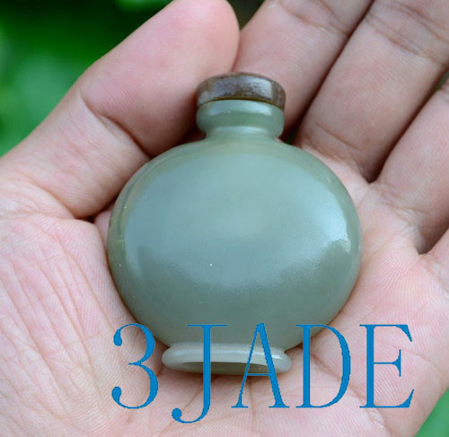 Hand Carved Nephrite Jade Snuff Bottle