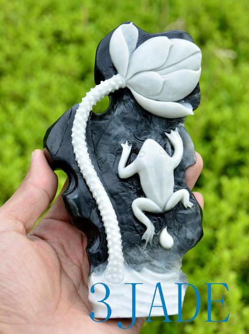 Dushan jade frog & lotus carving