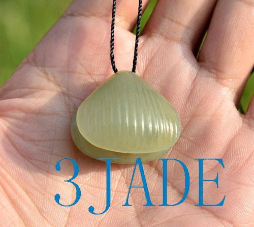 jade clam pendant