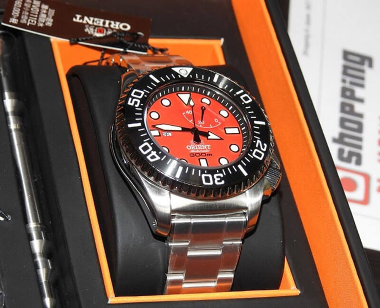 orient saturation diver red