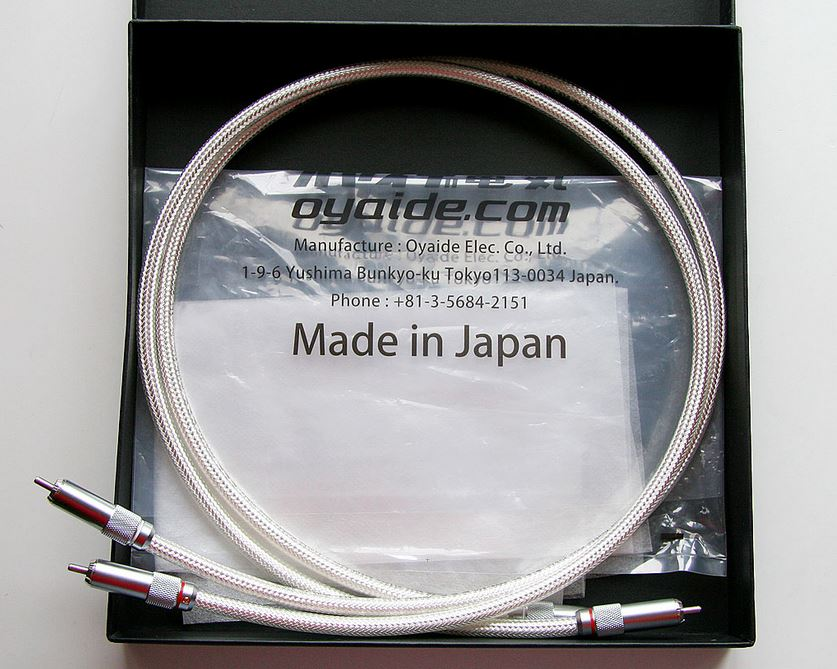 silver Oyaide RCA cables and packaging