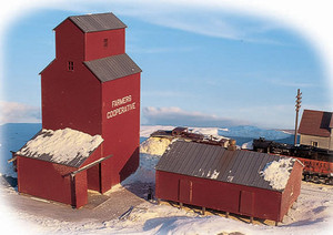 Walthers Cornerstone 933-3238 Farmers Cooperative Rural Elevator N scale