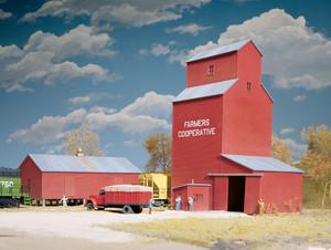 Walthers Cornerstone 933-3036 Farmer's Cooperative Rural Grain Elevator HO