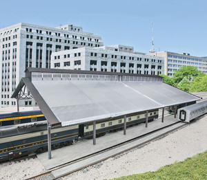 Walthers Cornerstone 933-2984 Train Shed with Clear Roof HO