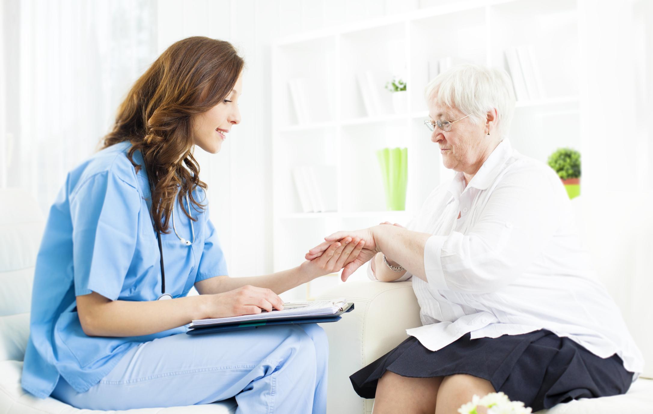 psoriasis-patient-w-doctor.jpg