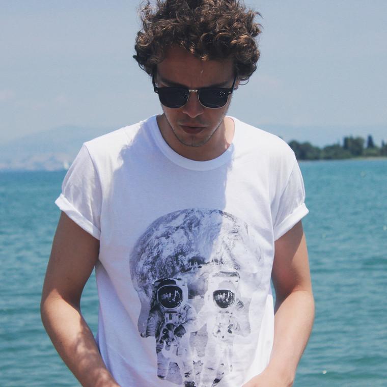 Astronaut Skull KiSS T-Shirt - Space Skulls - Original Cool Design - Gift Idea