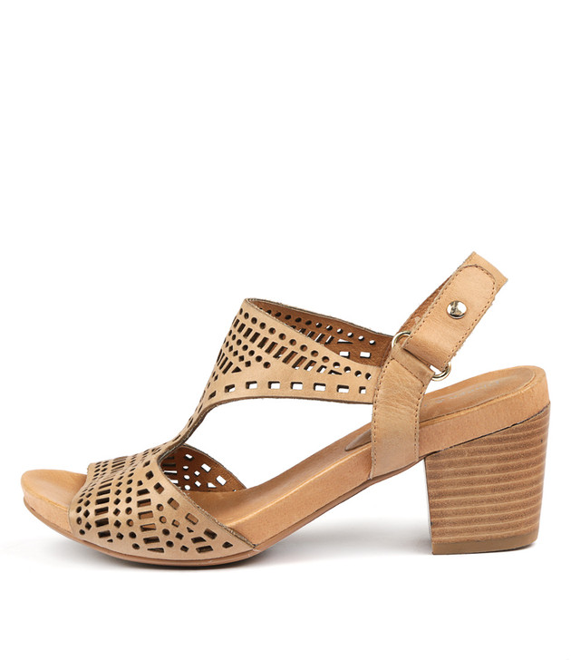 ZOLLIE Sandals Tan Leather