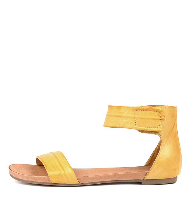 JUZZ Sandals Yellow Leather