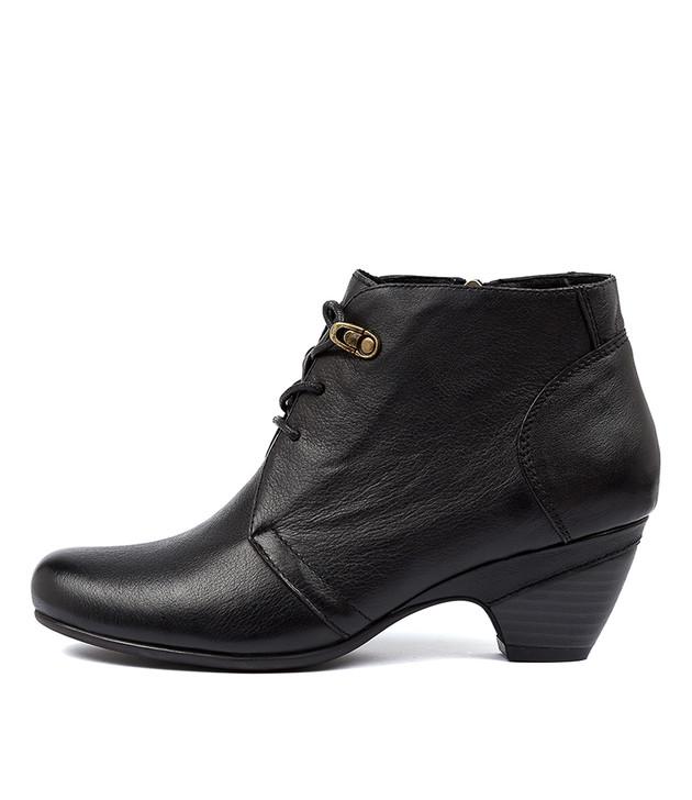 LARANDA in Black Leather