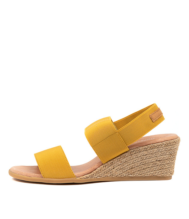 BLOOMY Sandals Yellow Tan Elastic Leather