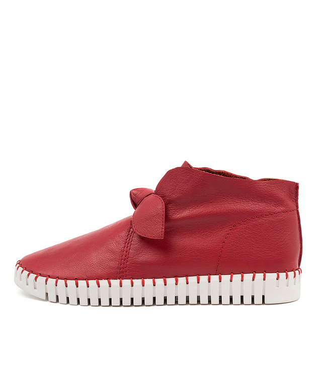 HALOGEN Red Leather