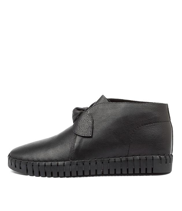 HALOGEN Black Leather
