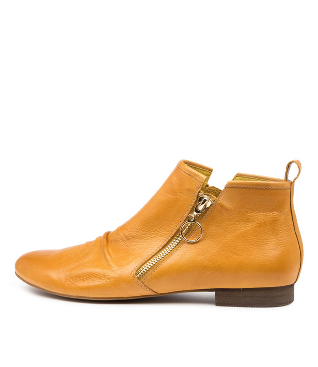 GINGERLY Yellow Leather