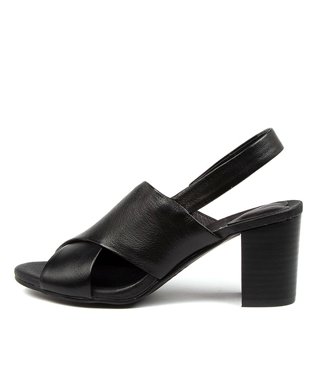 SUNYARN Black Leather