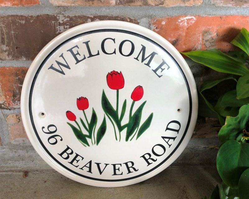 red-tulips-round-address-plaque.jpg