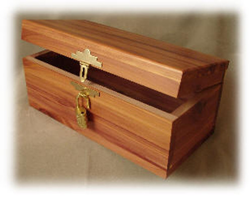 CB-77, Aromatic Cedar Wood Chest, w/Lock and Key