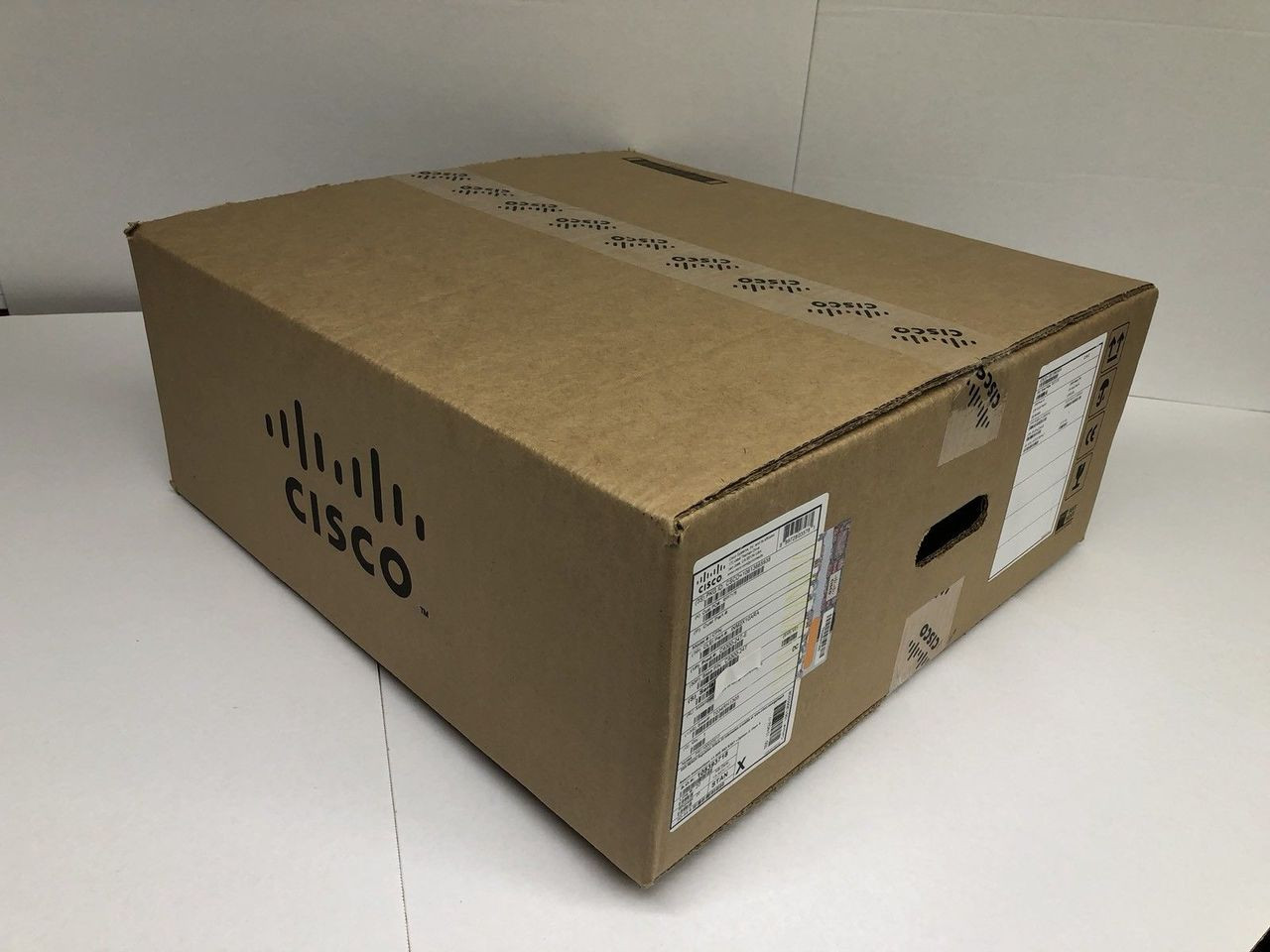 CISCO C9300-24P-A CATALYST 9300 MANAGED L3 SWITCH - 24 POE+ ETHERNET PORTS,  NETWORK ADVANTAGE