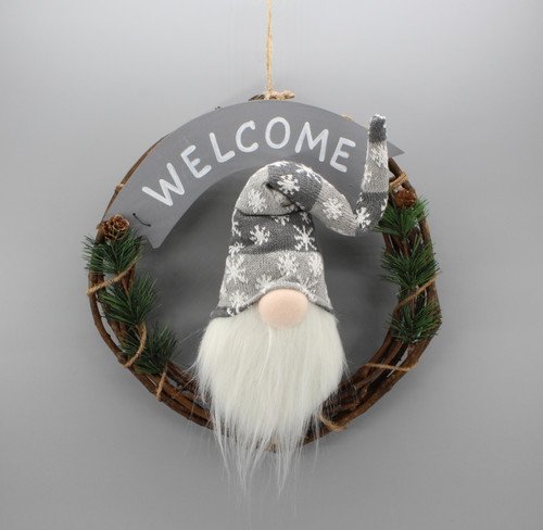 "[53184] 13"" Wreath with gnome (gray hat)"