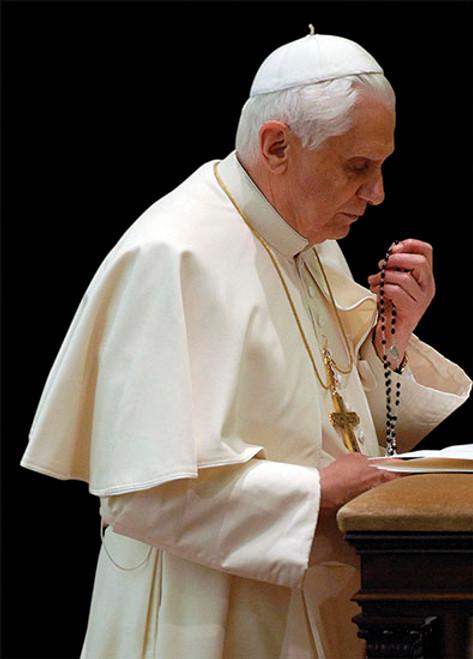 Pope Benedict XVI Praying the Rosary Dozen Postcards