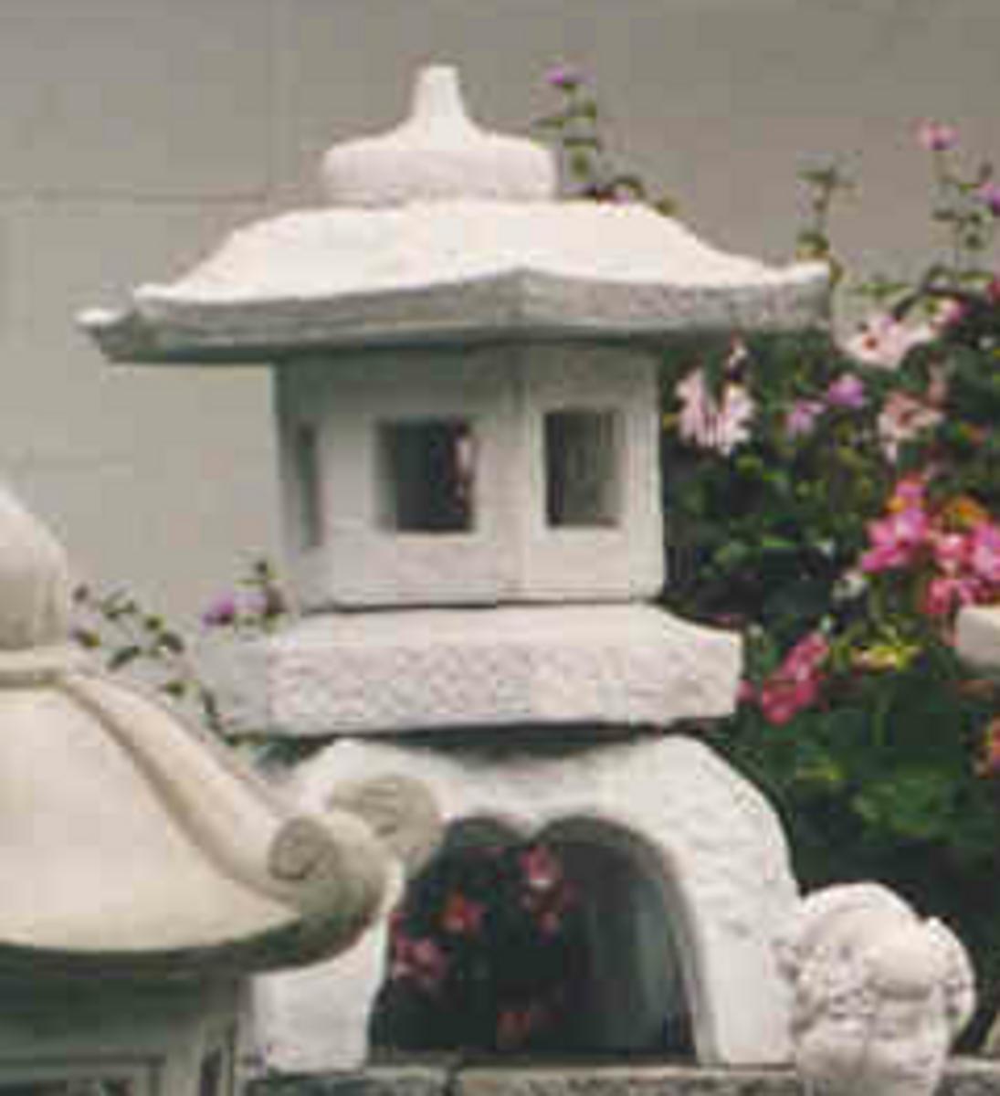 Concrete pagoda sculpture, outdoor garden decor, hand sculpted Japanese lantern statue, Japanese garden stone pagoda, antique Japanese stone lanterns, garden pagoda, Japanese post lantern.