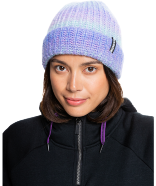 Stand out on the slopes with the Aria Beanie for women. The soft knit wool-blend fabric has a beautiful gradient effect with hints of Aruba blue and pansy purple.