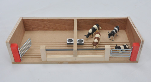 Millwood Crafts Cattle house with 2 Pens (FS56)