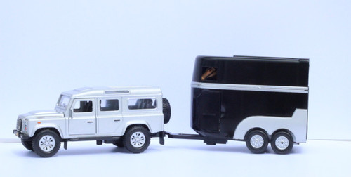 Kids Globe Die Cast Land Rover Defender with Horse Trailer and two horses (1712)