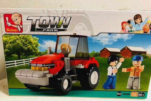 Play Bricks Town Farm Red Tractor Set (20556)