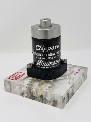 Clippard R-343 with CM-04 Subplate Lock in Minimatic 4-Way Valve Exc Condition!