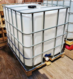 275 Gallon IBC Tote Water Tank Plastic, Food Grade, Used Once for Vegetable Oil