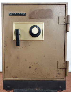 "Meilink SAFE 1 Hour Fire Resistant 17.5x16.5x23.5"" w/ Combination Ugly but Good!"