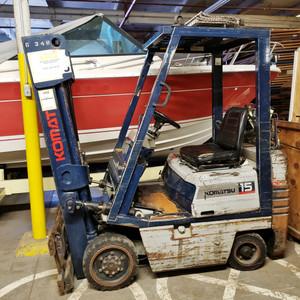 KOMATSU 2580 lb. Model FG12ST5 LP FORKLIFT TRUCK For Parts or Repair