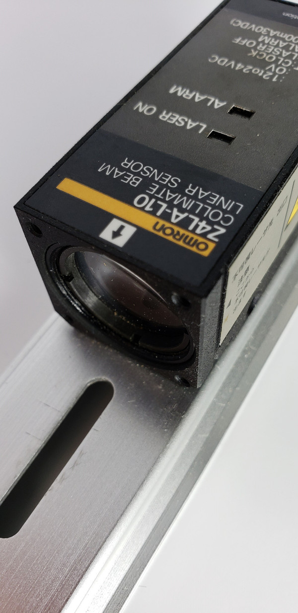 OMRON Z4LA-1030 Collimate Parallel-Beam Linear Sensor Excellent Condition