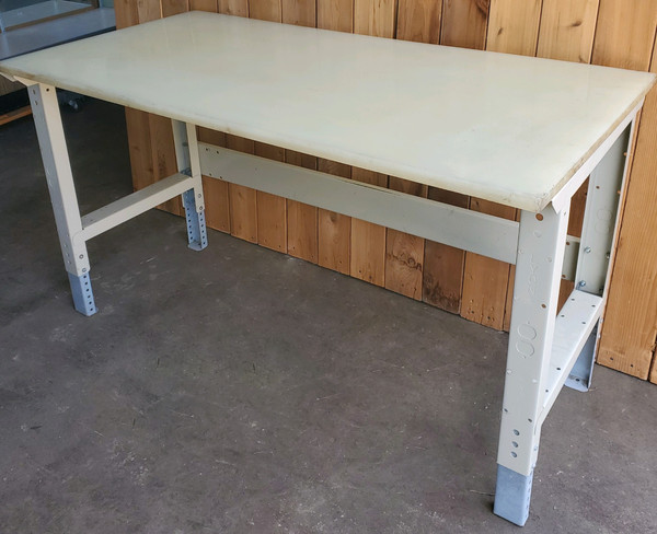 LYON WORK TABLES, WHITE NYLON TOP CLEANROOM BENCH, ADJUSTABLE HEIGHT