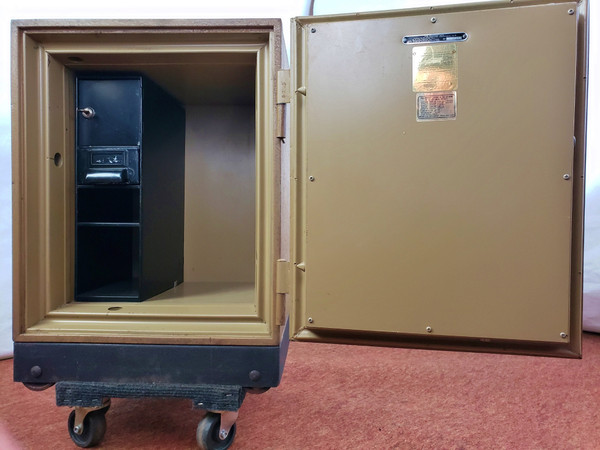 """Meilink SAFE 1 Hour Fire Resistant 17.5x16.5x23.5"""" w/ Combination Ugly but Good!"""