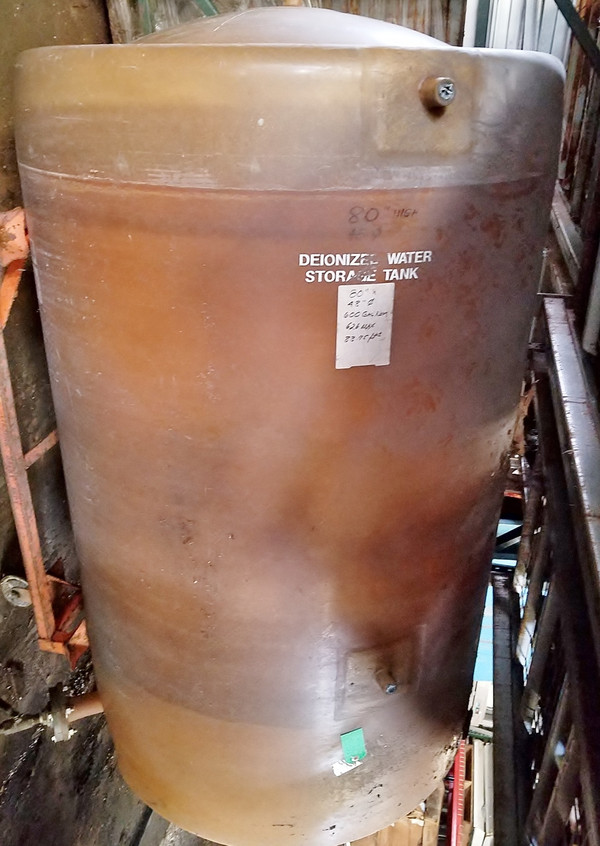 600 GALLON FIBERGLASS WATER TANK, Clean, Excellent condition
