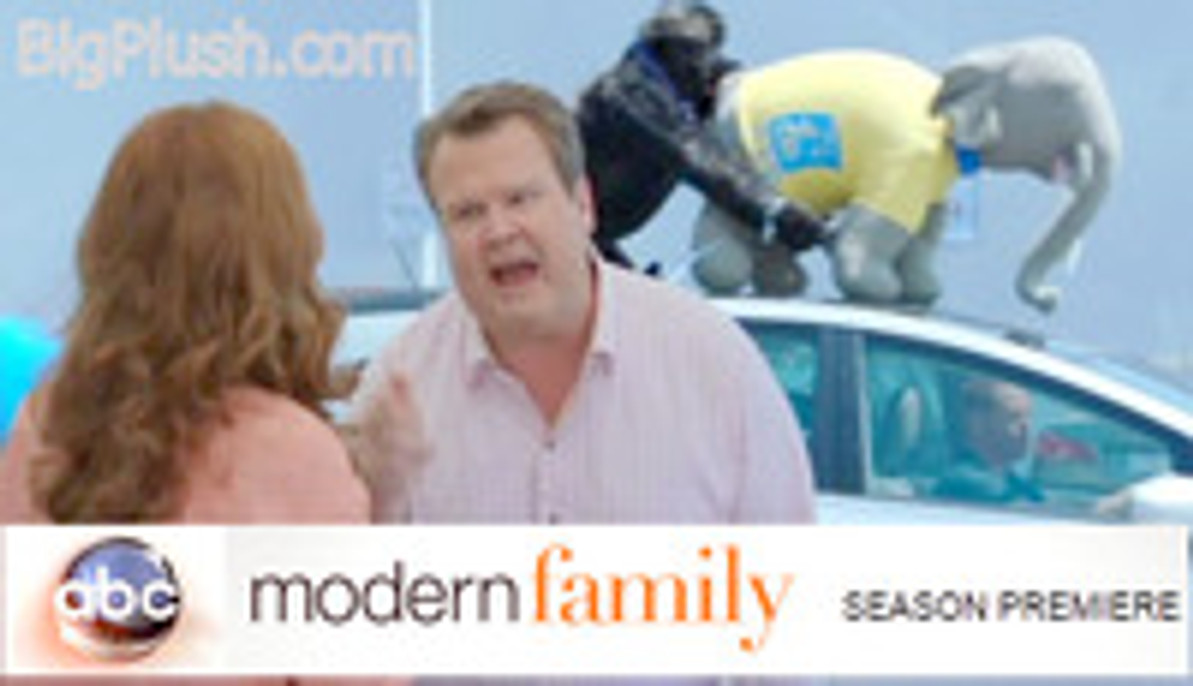 Modern Family on ABC Features Big Plush Animals Again for Halloween 2014 Episode