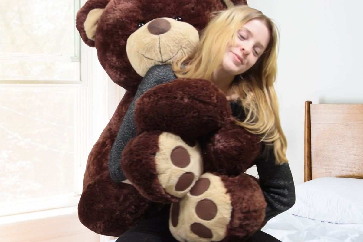 Huge selection of the biggest giant teddy bears that you can personalize and send as gifts that will never be forgotten