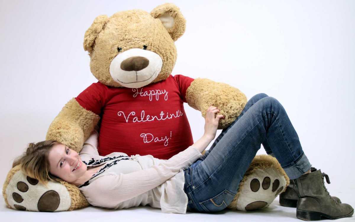 happy-valentines-day-giant-teddy-bear.jpg