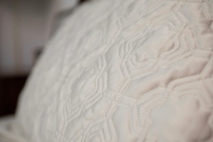 Single Quilted Bedspread with Pillowcase, Cream, 180x257cm. 10 pcs per carton