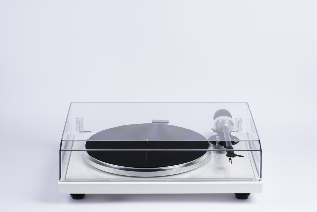 "EAT B-Sharp Turntable 9""Tonearm, Dust Cvr, Ortofon 2M Blue"