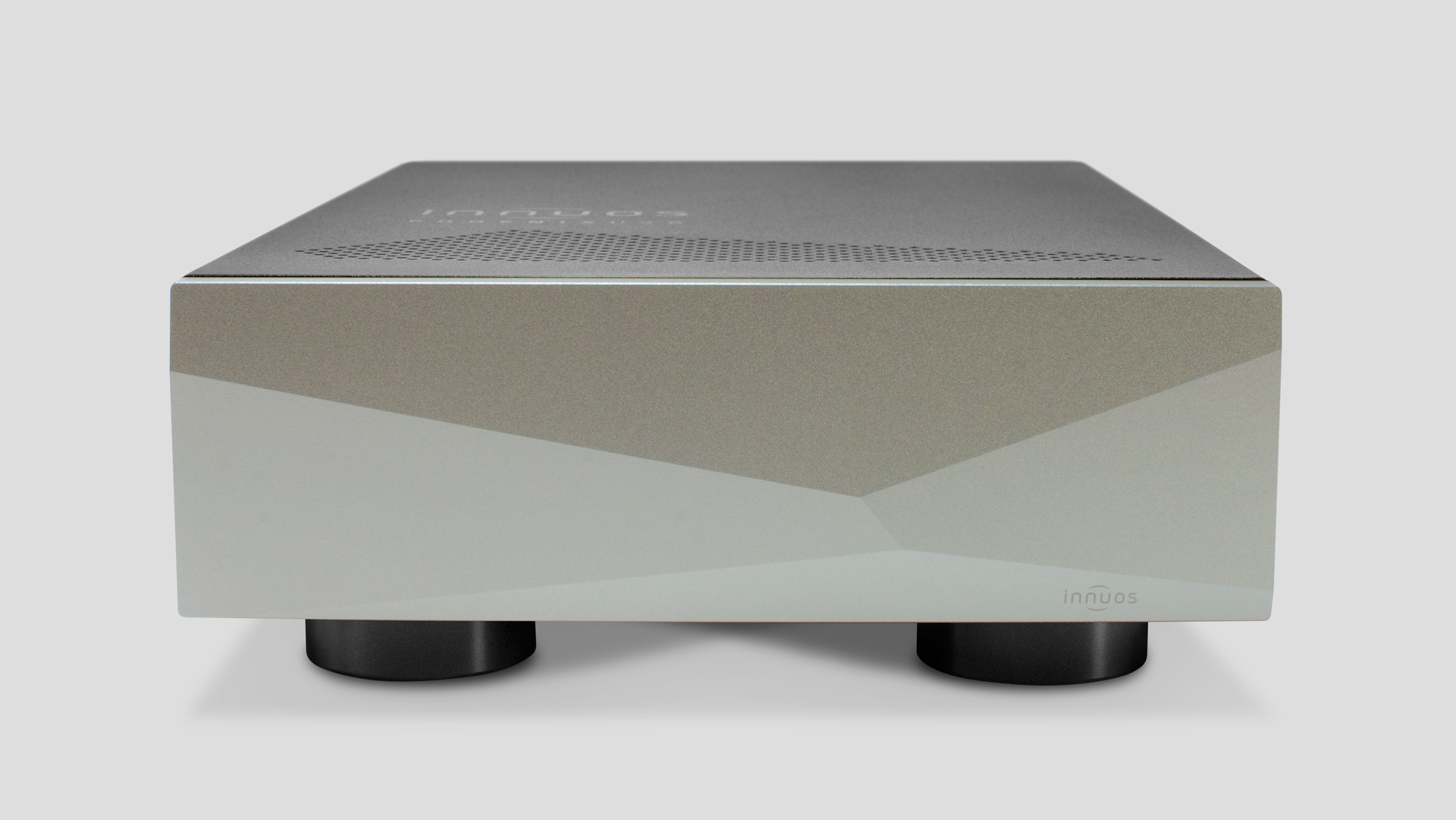 Innuos Superb PhoenixNet Re-clocker. Now at True Audiophile.