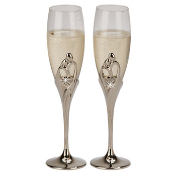 Embrace your wedding with these beautiful stemmed toasting flutes. Elegant!