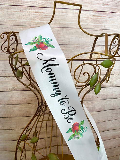 Apple theme baby shower sash for mommy to be