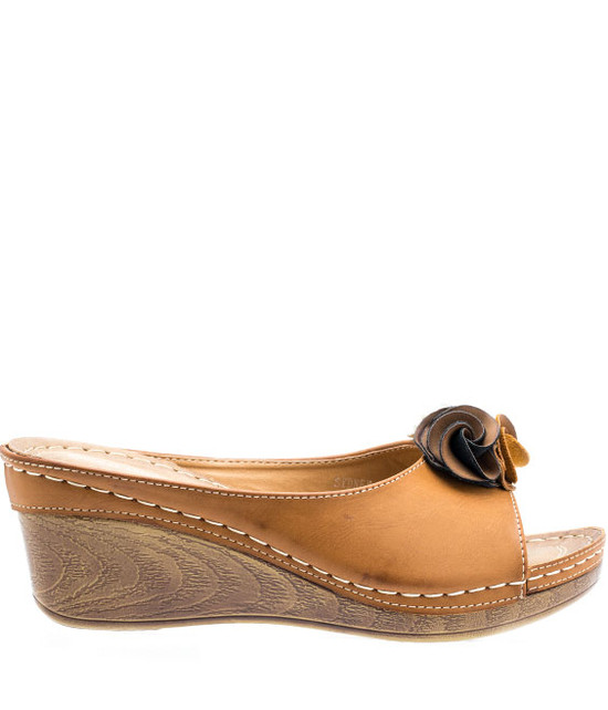 Sydney Low Wedge Sandal in Tan