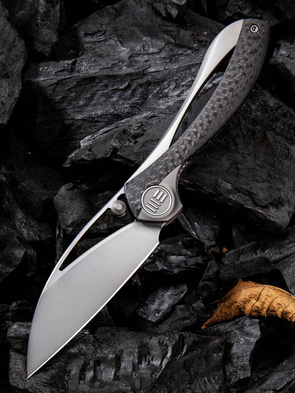 "We Knife Pleroma Linerlock  Folder 821A, 2.95"" Bohler M390 Wharncliffe Satin Plain Blade, Titanium Inlay Carbon Fiber Handle"
