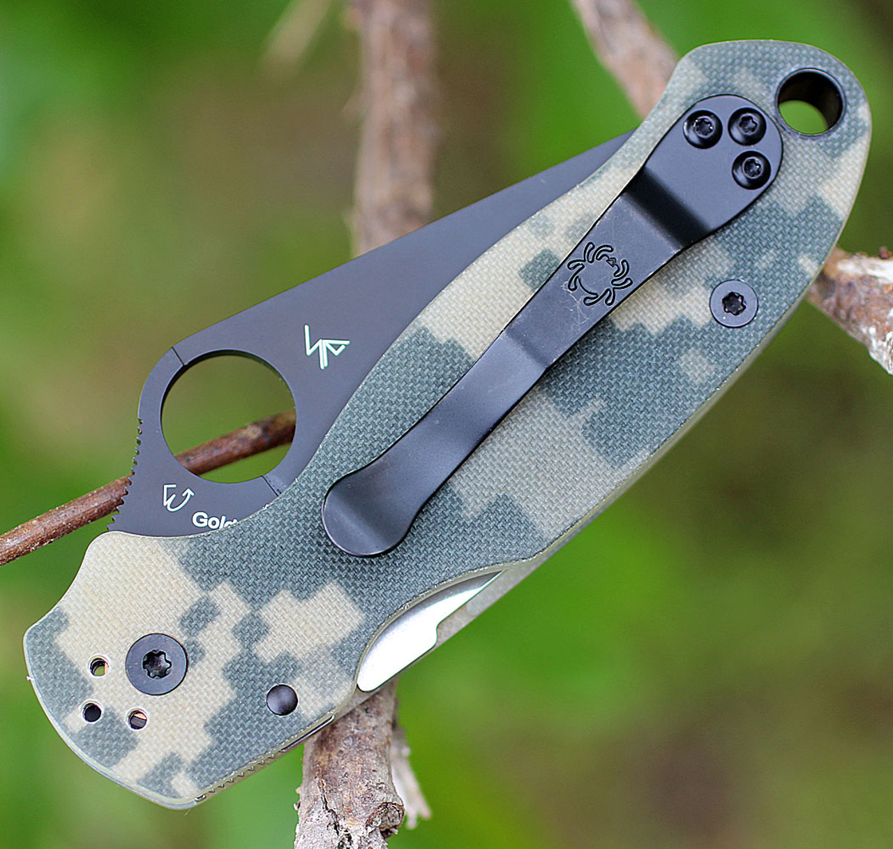 "Spyderco Para Military 3 G-10 Digital Camouflage C223GPCMOBK, 2.95"" CPM S30V  Black Plain Blade"
