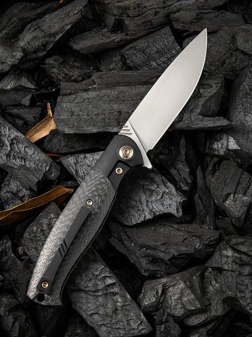 "We Knife Deacon Framelock Folder 901E, 3.25"" Bohler M390 Bead Blast Drop Point Plain Blade, Black Carbon Fiber Handle"